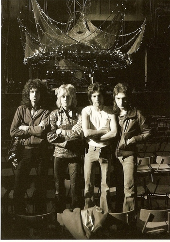 Queen_earlscourt1977