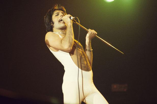 Freddie_mercury_1976