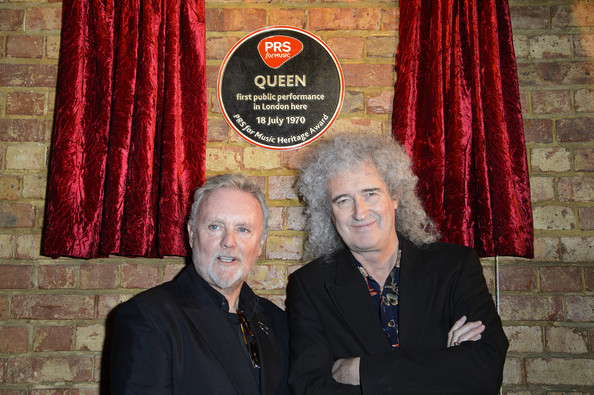 Queenreceiveheritageawards
