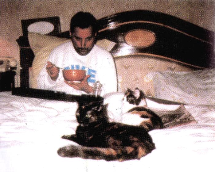 Freddie_eating_2