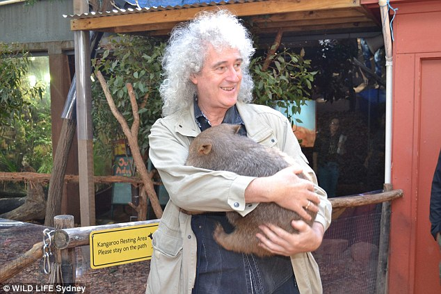 21_brian_may_cuddles_ringo_t